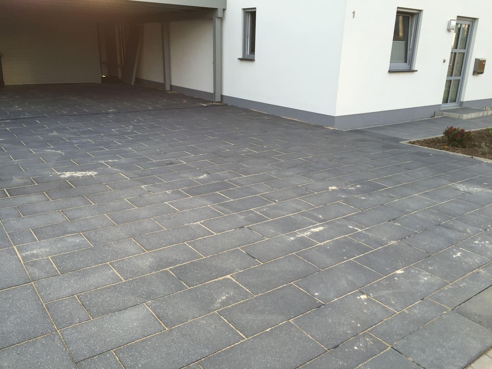 Detmold lippe private hofeinfahrt landschaftsbau for Gartengestaltung hofeinfahrt